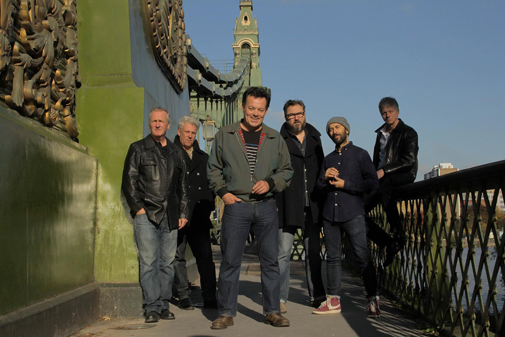 THE JAMES HUNTER SIX + ROBIN McKELLE